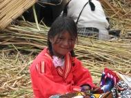 Peruu: Mu teine lemmikperuulanna – pisike piiga Urose saarelt Titicaca järve peal.