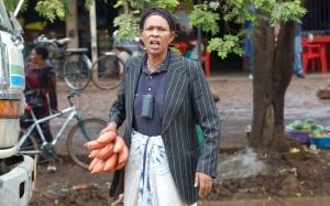 See banaanikaupleja polnud elevil, et temast pilti tehti. foto: Urmas Kalde.