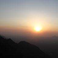 India: Päikeseloojang Kolli mägedes.