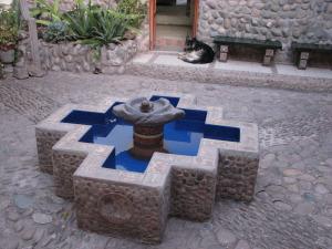 Inka risti chakana kujuline pursskaev Pühas orus oleva keraamikatöökoja õuel.