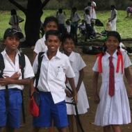 Sri Lanka: Silmad säravad, suud naeratavad – koolilapsed ekskursioonil.