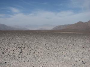 Nazca kõrb maa pealt. Peegelsile, kivikõva ja igasugused jooned nähtamatud.