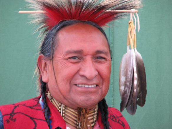 Päris ehtne indiaanlane Rupert Encinas ehk Ba'ag Da ehk Lendav Kotkas on tohono o'odhami indiaanihõimu vaimne juht, tseremooniameister, tervendaja ja õpetaja.