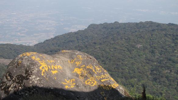 Suursugune vaade 1800 m kõrguselt naaberahelikule ja alla orule.